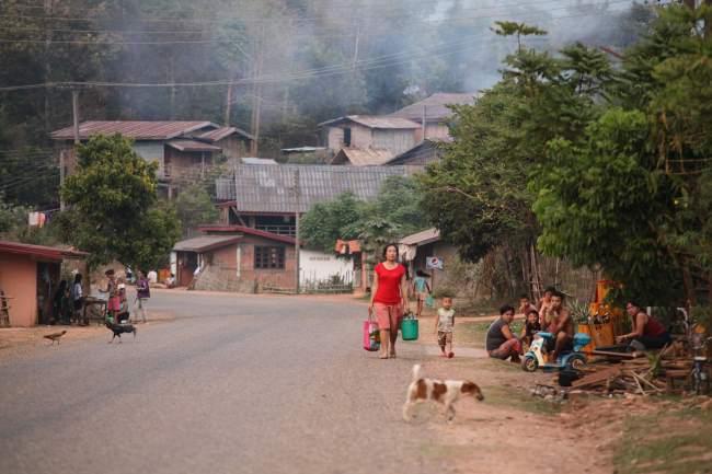 Klasická-ulice-na-okraji-Thajska