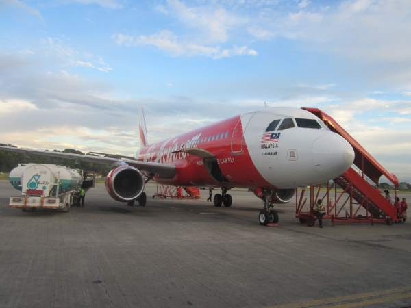 Letadlo letecké společnosti Air Asia na letišti v Thajsku