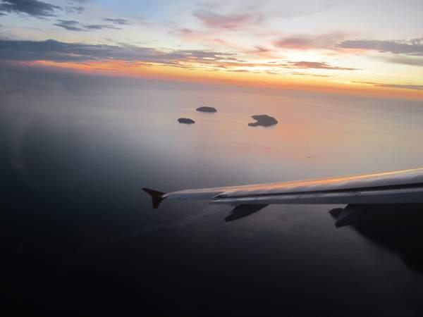Výhled na zátoku při vzletu z Bangkoku v Thajsku