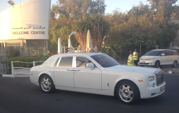 Luxusní-auta-v-Dubaji-Bentley