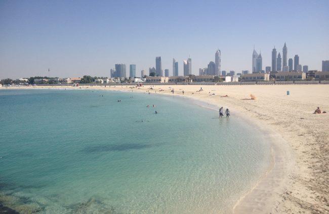 Moře-v-Dubaji-je-krásně-teplé-a-skvělé-ke-koupání