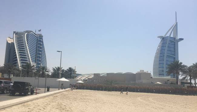 Pláž-a-pohled-na-Burj-al-Arab
