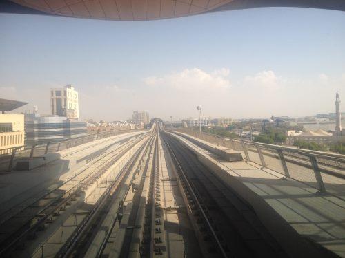 Výjezt-metra-bez-řidiče-na-ze-zastávky