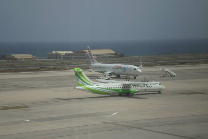 Letadla-před-vzletem-na-Kanárských-ostrovech